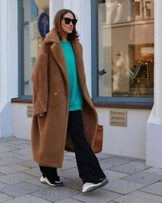 The iconic Max Mara Teddy Bear Coat is the only thing we wanna wear this fall. Max Mara Teddy Coat, Max Mara Coat, Teddy Bear Jacket, Cozy Fashion, Fashion Boots, Fashion Ideas, Curvy Petite Fashion, Oversized Coat, Business Fashion