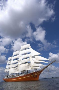tall ship race 2004, the Skibene forlader Aalborg
