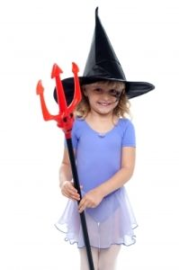 You'll save money on Halloween costumes this year AND clear out your closet when you organize a Halloween Costume Swap Party! Homemade Halloween, Halloween Treats, Halloween Decorations, Halloween Costumes, Swap Party, Png Photo, Kids Girls, Saving Money, Children