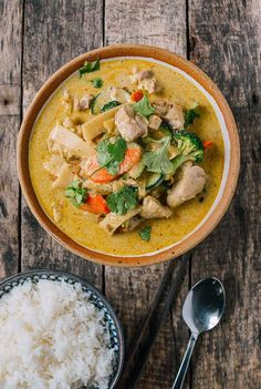 Thai Green Curry Chicken Authentic Thai Green Curry, Green Curry Chicken, Thai Chicken, Healthy Chicken, Curry Vert, Wok Of Life, Asian Recipes, Ethnic Recipes, Thai Curry Recipes