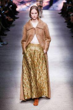 Alberta Ferretti – Mailand Fashion Week Report Herbst/Winter 2015/16: Einen Überblick über die neusten Shows und Kollektionen der italienischen Designer von der laufenden Mailänder Modewoche gibt es hier.