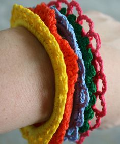 Crochet Bracelets - doesn't need an actual bracelet to make, just jelly bracelets. Maybe could use pony tail holders if they're big enough. perfect for little girlies.