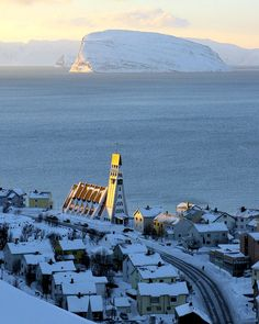 Hammerfest sundown, Finnmark, Norway (by Richard Day).