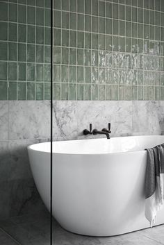 Beautiful master bathroom decorating tips. Modern Farmhouse, Rustic Modern, Classic, light and airy master bathroom design some some ideas. Master Bathroom makeover a couple of ideas and bathroom remodel suggestions.