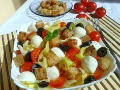 Salată cu roșii, mzzarella și măsline