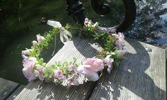 Věneček+do+vlasů+pro+vílu+Květinový+věneček+do+vlasů.+Věneček+zdoben+umělými+květy.+Velikost+unIverzální.+V+zadní+části+je+saténová+stužka,díky+které+si+můžete+upravit+velikost+věnečku. Floral Wreath, Wreaths, Home Decor, Floral Crown, Decoration Home, Door Wreaths, Room Decor, Deco Mesh Wreaths, Home Interior Design
