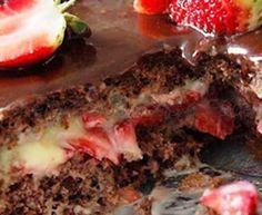 Receita Bolo de Chocolate Recheado com Morango