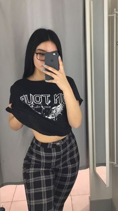 outfit inspo 𝓔𝓶𝓶𝓪 𝓛𝓪𝓱𝓸𝓽𝓮 - 𝓔𝓶𝓶𝓪 𝓛𝓪𝓱𝓸𝓽𝓮 The Effective Pictures We Offer You About fashion outfits tee Skater Girl Outfits, Teen Fashion Outfits, Swag Outfits, Retro Outfits, Mode Outfits, Grunge Outfits, Cute Casual Outfits, Summer Outfits, Hippie Outfits