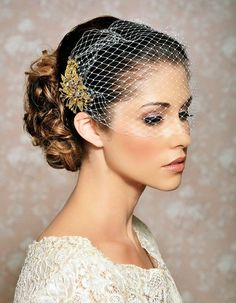 Birdcage veil & gold headpiece. See also a DIY veil tutorial at Youtube.com from mar10=creatief