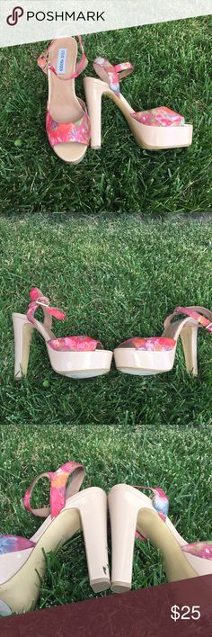 Steve Madden floral platforms ❤️ These Steve Madden platforms are so cute. Size 10, gently used condition worn a few times. A few scuffs here and there and a dot mark on the front toe (all minor problems as shown in pictures) when these are being worn the scuffs are very hard to notice ❤️ still in wonderful condition Steve Madden Shoes Platforms