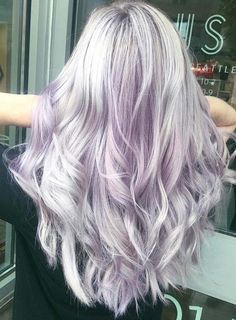What color should you dye your hair? 55 Prettiest Light Purple Hair Color Ideas for Women Wanna cover your hairstyles with unique hair colors? Dont worry at all and see here the most cutest light pink hair colors to use for long and medium hair looks Lavender Hair, Lilac Hair, Ombre Hair, Purple Blonde Hair, Pastel Purple Hair, Gray Hair, Light Pink Hair Color, Light Purple Hair, Pink Color