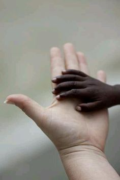 love hands black and white We Are The World, People Of The World, Fotojournalismus, Hold My Hand, Haiti, Belle Photo, Beautiful People, Beautiful Hands, Beautiful Pictures