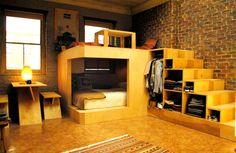 """Cama """"caverna"""", escada """"armário""""e escritório."""