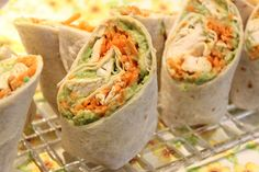 Avocado-Chicken-Carrot Wraps For those who love to cook! Vegan Sandwich Recipes, Snack Recipes, Healthy Snacks, Healthy Recipes, Bruchetta, Wrap Sandwiches, Fajitas, Cream Recipes, Pepperoni