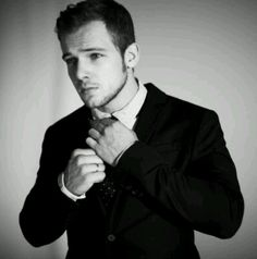 Max Thieriot.... plays the scariest psycho ever, and still somehow manages to be super attractive.