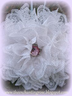 The Enchanting Rose: Lace Snowflake Christmas Ornaments -- So incredibly elegant and beautiful! If I find a blue gem for the center it would be perfect for my predominantly white, blue, and silver decorated tree! Christmas Arts And Crafts, Christmas Ornaments To Make, Snowflake Ornaments, Snowman Ornaments, Pink Christmas, Christmas Projects, Handmade Christmas, Holiday Crafts, Christmas Decorations