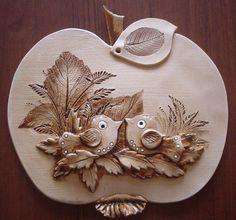 Jablka, hrušky slunečnice | Jablko ptáčci | Keramika Dori Ceramic Wall Art, Ceramic Clay, Ceramic Pottery, Pottery Art, Tole Painting, Ceramic Painting, Hobbies And Crafts, Arts And Crafts, Salt Dough Crafts