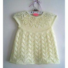 Ravelry: Polly Dress pattern by Suzie Sparkles Girls Knitted Dress, Knit Baby Dress, Knitted Baby Clothes, Knitting For Kids, Baby Knitting Patterns, Baby Patterns, Baby Girl Cardigans, Baby Sweaters, Doll Dress Patterns