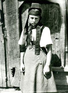 Mädchen aus Holzhausen am Hünstein in Dellmutschentracht, um1890 #Biedenkopf