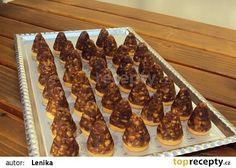 Včelí úlky s vaječným likérem recept - TopRecepty.cz Czech Recipes, Christmas Cookies, Sweet Recipes, Rum, Waffles, Cooking Recipes, Sweets, Beef, Baking