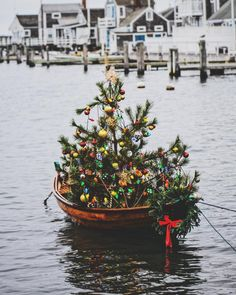 Happy Holidays instagram fam jam!  May the holiday season bring you joy and peace good fortune for the New Year! Love from our island home to yours  #nantucket #fareisle #traditions #merrychristmas