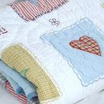 Babydecke Hearts & Stars fürs Kinderzimmer, Geschenk Krabbeldecke