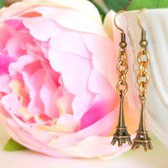 Earrings antiqued brass Paris Tour Eiffel. #earring #paris