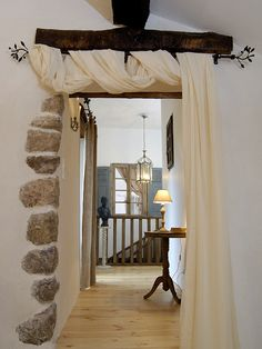 Rideaux Shabby Chic, Interior Exterior, Interior Design, Rustic Stone, Charming House, Home Curtains, Cabin Homes, French Decor, Fashion Room