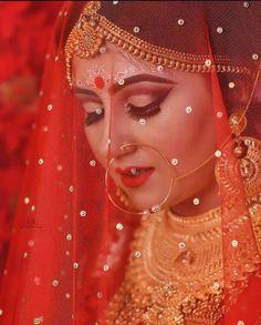 Bengali Bridal Makeup, Bengali Wedding, Bengali Bride, Indian Wedding Wear, Bridal Makeup Looks, Bridal Beauty, Bridal Wedding Dresses, Saree Wedding, Beautiful Romantic Pictures