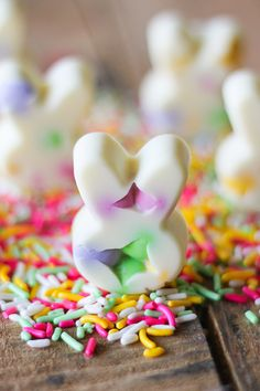 White Chocolate Easter Bunny Bark Bites are a fun twist on traditional white chocolate bark. Instead of spreading the the white chocolate in a sheet and breaking it into pieces, I use a bunny shaped silicone candy mold to make individual bunny bark bites. I just love these fun and colorful little bunnies! …