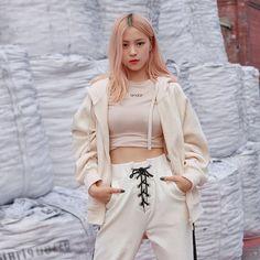 191017 ITZY for andar Kpop Girl Groups, Korean Girl Groups, Kpop Girls, Korean Princess, Pantalon Cargo, Jennie Blackpink, K Pop, South Korean Girls, Girl Crushes