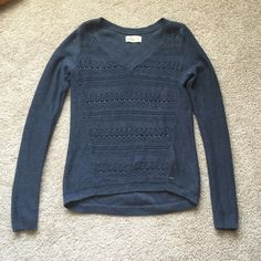 Hollister navy sweater sz xs Excellent condition navy v neck sweater ! Super soft :) Hollister Sweaters