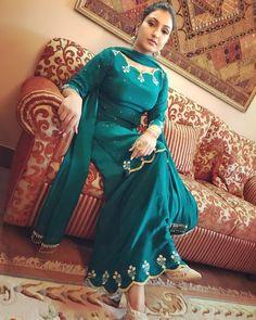 """""""Nanak"""" Kal Swere 10 vaje Release kar rhe a . Punjabi Suits Designer Boutique, Indian Designer Suits, Boutique Suits, Embroidery Suits Punjabi, Embroidery Suits Design, Embroidery Designs, Designer Party Wear Dresses, Kurti Designs Party Wear, Dress Indian Style"""