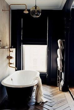 What started off my love affair with black walls in interior design - Jenna Lyons' bathroom featured in Living Etc. a cave I long to cocoon myself in Bad Inspiration, Bathroom Inspiration, Interior Inspiration, Interior Ideas, Design Interior, Brooklyn Brownstone, Brooklyn House, Brooklyn Park, Luxury Bathrooms