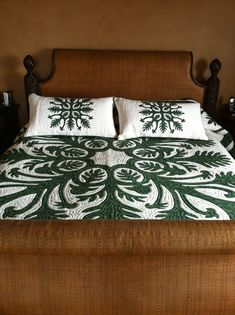 Quilting Projects, Quilting Designs, Hawaiian Quilts, Hawaiian Leis, Aplique Quilts, Island Crafts, Quilt Bedding, Quilt Bag, Hawaiian Pattern