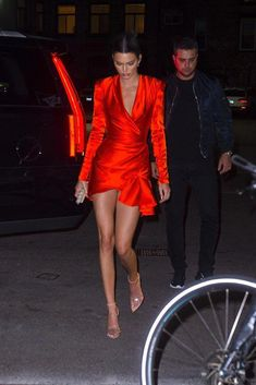 Kendall Jenner Red Wrap Dress The Effective Pictures We Offer You About REd dress indian A quality picture can tell you many things. You can find the Kendall Jenner Outfits, Kylie Jenner, Celebrity Outfits, Celebrity Style, Party Fashion, Fashion Outfits, Casual Outfits, Red Wrap Dress, Wrap Dresses