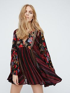 Celebrate spring with Free People's printed dresses! Choose a floral print dress for a relaxed, chic look, or a statement print dress for an edgy style. Day Dresses, Cute Dresses, Casual Dresses, Floral Dresses, Bohemian Style, Boho Chic, Bohemian Summer, Bohemian Gypsy, Vintage Gypsy