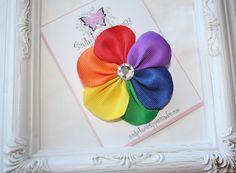 Rainbow Flower Bow. Rainbow Ribbon por SculptureClippiesNCo en Etsy, $4,25