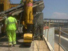 Maquina fabricando muro- http://www.vinuesavallasycercados.com