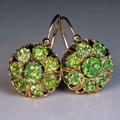 Made in Moscow between 1886 and 1894 A pair of large antique cluster earrings set with sparkling green Russian demantoids. The center cushion cut demantoid Emerald Earrings, Antique Earrings, Cluster Earrings, Antique Jewelry, Vintage Jewelry, Antique Gold, Jewelry Art, Silver Jewelry, Jewelry Design