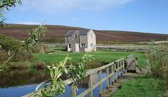 Rousay Hostel is situated on a working orqanic farm within easy walking distance of shops, restaurant, pub, bike hire and the pier. The well equipped hostel has two dormitories and one single room, showers, kitchen and laundry facilities.