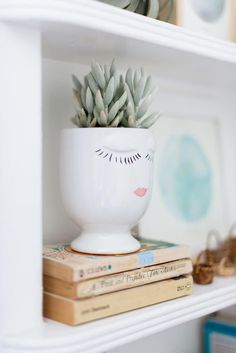 Love this sweet face planter. It would be easy to DIY.