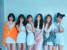 @parkhyunjinn Kpop Girl Groups, Korean Girl Groups, Kpop Girls, Couple Outfits, Pink Outfits, Ulzzang Couple, Ulzzang Girl, Eunji Apink, Korean Friends