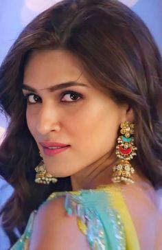 Bollywood Actress Hot Photos, Indian Bollywood Actress, Bollywood Girls, Beautiful Bollywood Actress, Most Beautiful Indian Actress, Indian Celebrities, Bollywood Celebrities, Deepika Padukone Style, Indian Actress Hot Pics
