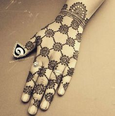 trending minimal new bridal mehndi design ideas for this wedding season | Jaali design Henna