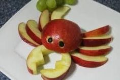 Fruit or vegetable animals e. for the children's birthday Cute Snacks, Snacks Für Party, Cute Food, Good Food, Simple Snacks, Dessert Simple, Funny Food, Vegetable Animals, Fruit Animals