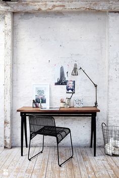 Stylish home office with industrial look, from House Doctor Table Office, Office Decor, Office Workspace, Office Ideas, Corner Office, House Doctor, Workspace Inspiration, Interior Inspiration, Design Inspiration