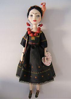Frida Kahlo nero-giallo mano in arte bambole cartapesta