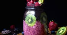 Chocolate & Raspberry Chia Pudding Parfaits - Wife Mama Foodie Chocolate Chia Pudding, Healthy Chocolate, Chocolate Flavors, Almond Milk Recipes, Homemade Almond Milk, Desserts To Make, Delicious Desserts, Cacao Nibs, Fresh Fruit
