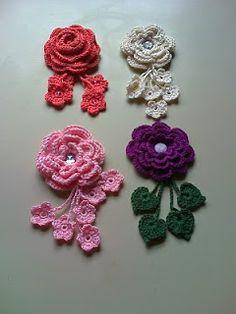 .: BROCHES !!! Crochet Garland, Crochet Brooch, Crochet Bows, Crochet Bracelet, Crochet Gifts, Easy Crochet, Crochet Earrings, Crochet Bow Pattern, Crochet Flower Tutorial